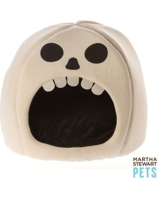 Our Martha Stewart Pets Skull Dome Bed is great for den sleepers, and features an extra-comfort sleep surface. This bed also features a non-skid bottom to help it stay firmly in place, as well as a removable pillow. Only at PetSmart. Features: Perfect for den sleepers Extra-comfort sleep surface Non-skid bottom Includes: 1 Dome Bed with removable pillow Color: Tan, Black Environment: Indoors Dimensions: 20 in L x 20 in W x 15 in H (50.8 cm x 50.8 cm x 38.1 cm) Material: Polyurethane Foam…
