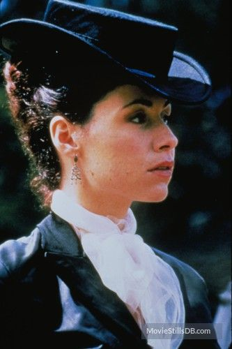 An Ideal Husband (1999) Minnie Driver love the hat!