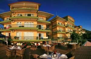 #Antalya - #AntalyaHotels - #Alanya - Bella Vista Suit Hotel - http://www.antalyahotels724.com/alanya/bella-vista-suit-hotel - Hotel Information:  Address: Carsi Mahallesi Meltem Sokak Dr. Postalci Sitesi 07400, 07400 Alanya, Alanya        Overlooking the Cleopatra Beach in Alanya, this aside-lodge presents spacious suites with dwelling rooms and kitchens. The complicated is constructed round an outside pool with a solar deck and parasols. Private ba