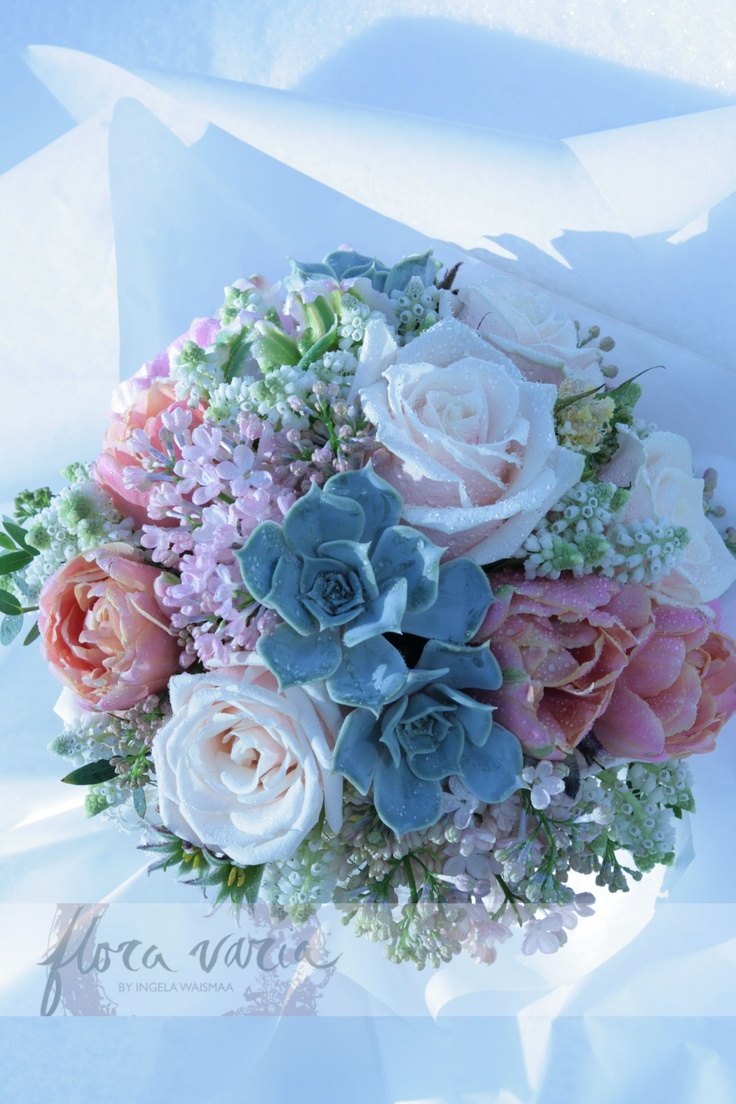 Soft pastels with a wintery vintage look. Ingela Waismaa @Flora varia #bridalbouquet #wedding