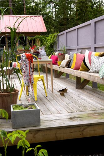 Wooden terrace and a windbreaker benchWooden Terraces Ideas, Las Pared, Gardens Art, Patios Ideas, Deco Exterior, Patio Ideas, Las Ideas