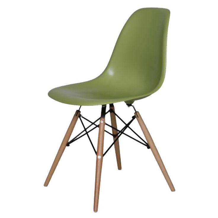 De altijd populaire eetkamerstoel van Eames. Dit groen geeft de stoel het jaren '50 uiterlijk, mooi met de licht houten poten.