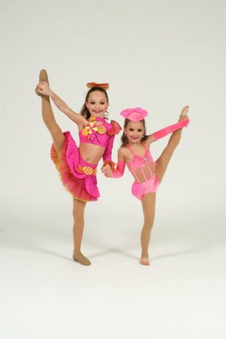 maddie ziegler and Mackenzie Ziegler how cute r they !!