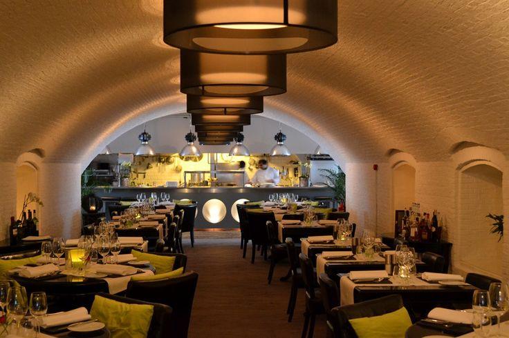 Italiaans/mediterraans restaurant. Ongeveer 60 zitplaatsen en een private room met ongeveer 24 zitplaatsen. Mooi terras in de Promers binnentuin.