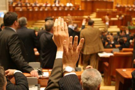 Proiectul de modificare a legii de organizare a SRR şi SRTV, respins de deputaţi www.antenasatelor.ro/radio/18564-proiectul-de-modificare-a-legii-de-organizare-a-srr-şi-srtv,-respins-de-deputaţi.html