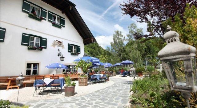 Landgasthof & Restaurant Batzenhäusl - #BedandBreakfasts - $117 - #Hotels #Austria #SanktGilgen http://www.justigo.me.uk/hotels/austria/sankt-gilgen/landgasthof-amp-restaurant-batzenha-usl_36451.html