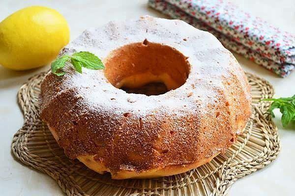 Лимонная выпечка всегда вызывала восторг у любителей изысканных десертов. Еще во времена 18-19 века во Франции цитрусовую выпечку принято было подавать к торжественному столу, украсив кремом и кусочками фруктов. Сегодня же ее готовят не столь часто, как раньше, но изысканность подачи сохранилась. Тонкий цитрусовый аромат, обволакивающий лимонные пироги, кексы или маффины, вызывает острое чувство тут […]