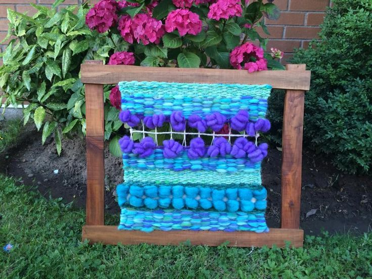 Lindo telar decorativo marco de madera de lleuque, medidas 70x 60 aprox. Confeccionado en lana natural en tonos turquesa/verde/morado. Puedo hacer a pedido en otros colores , diseños o tamaños.