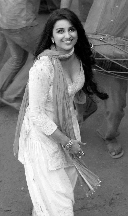 Amira Saunders [Parineeti Chopra]