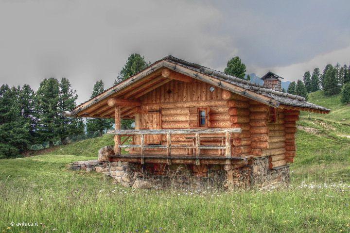 Fantastica baita di montagna fotografata con effetto HDR e qualche ritocco con software...