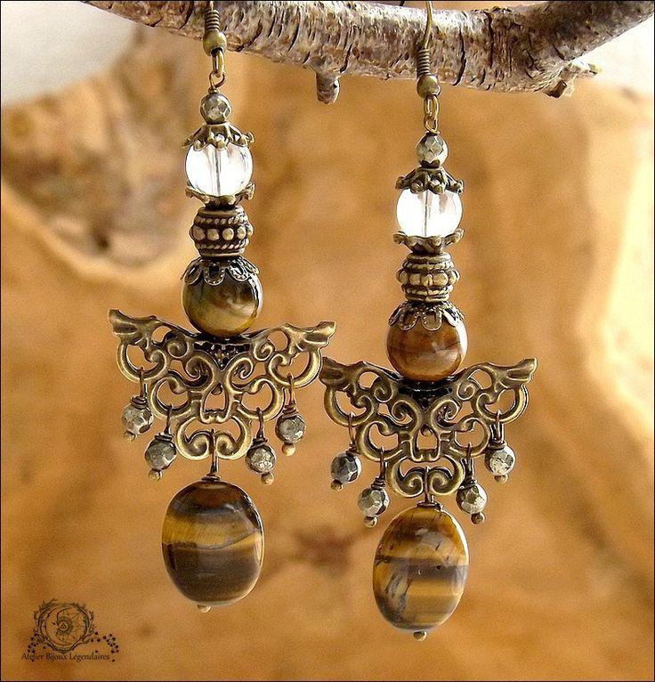 Larges boucles Pyrites facettées, Oeil de tigre, Cristal de roche, estampes ciselées: ᘛ Murmures arides ᘚ : Boucles d'oreille par atelier-bijoux-legendaires