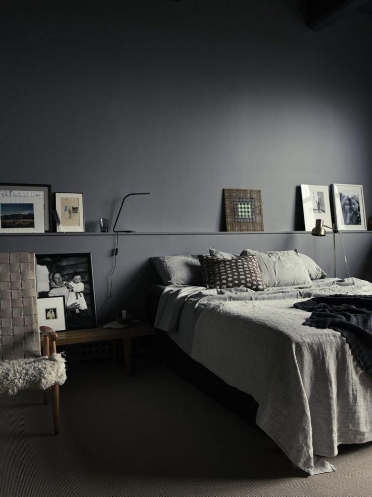 Op zoek naar slaapkamer inspiratie ideeen? Klik hier en bekijk deze mooie monochrome slaapkamer met donkergrijze muren en zwart plafond!