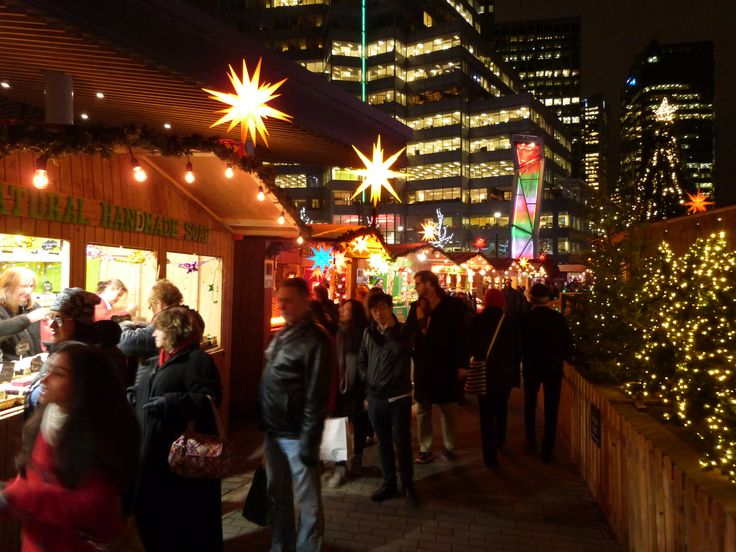 Herrnhuter Sterne at the Vancouver Christmas Market 2017