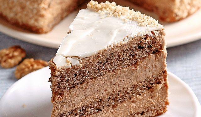Stvorená na nedeľu: Ľahká orechová torta s kávou | DobreJedlo.sk