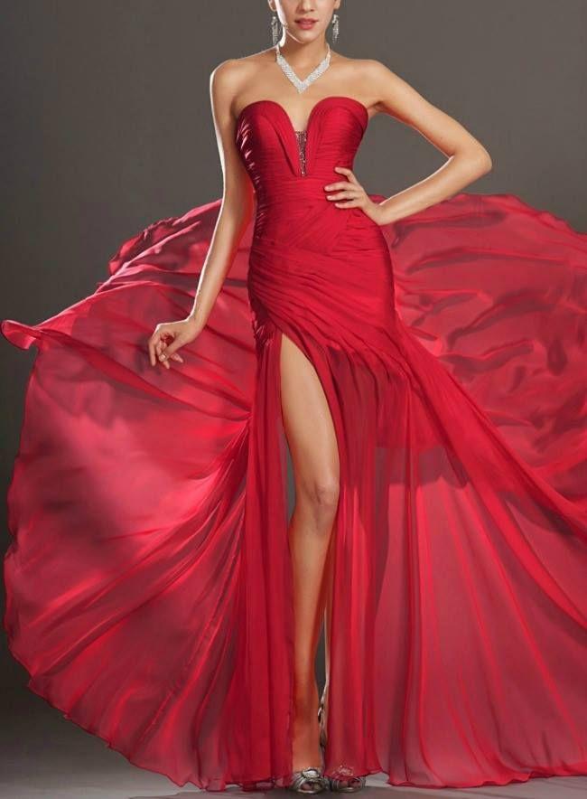 Esti invitata la o petrecere, dar nu stii ce sa porti? Vezi care sunt cele mai frumoase rochii lungi de seara disponibile in magazine - www....