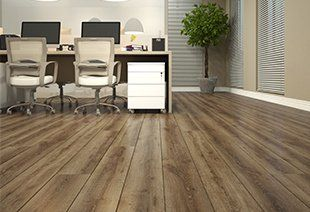 Com diversas texturas e padrões, existe um Laminado Durafloor que tem o seu estilo. Feitos a partir de madeira reflorestada, eles são ideais para casa ou escritório.