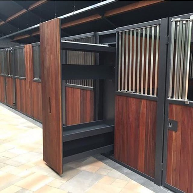 Blanket rack between stalls: Holy mackerel this is insanely clever!
