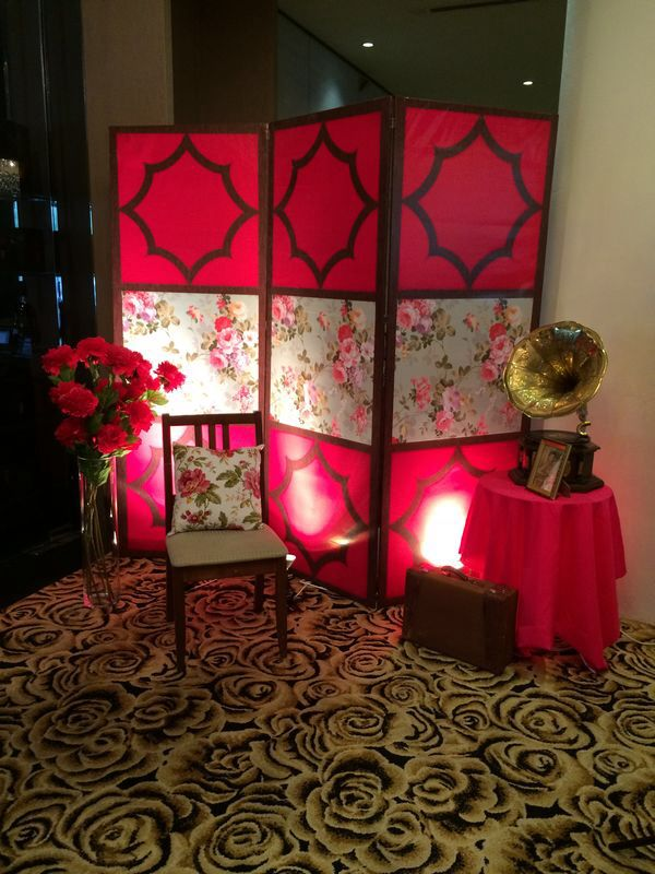 Bien-aimé Final touch- photo booth- old shanghai glam theme. My favorite  TL55
