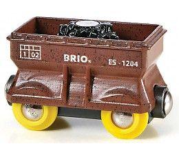 Brio treinen kolenwagon  Brio kolenwagon. Deze kolenwagon van Brio kan aan iedere trein van Brio worden gekoppeld. Met een magnetische kraan kunnen de kolen uit van de wagen worden getakeld en worden overgeslagen op andere wagons of vrachtwagens. http://www.brio-trein.nl/brio-treinen-kolenwagon.html