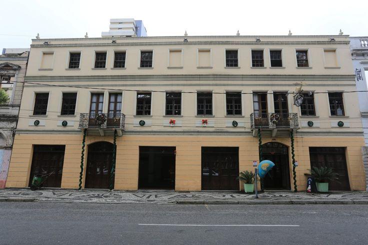 Falta de preservação de imóvel em Curitiba leva Justiça a multar donos do Hostel Roma