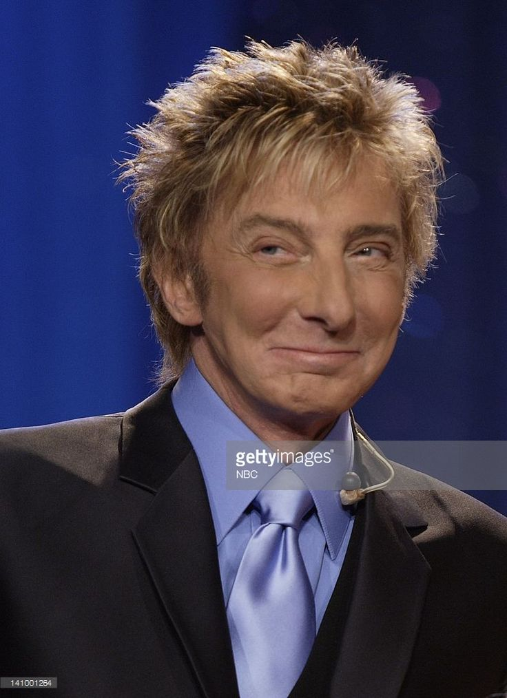 Musical guest Barry Manilow on October 31, 2007 -- Photo by: Paul Drinkwater/NBCU Photo Bank