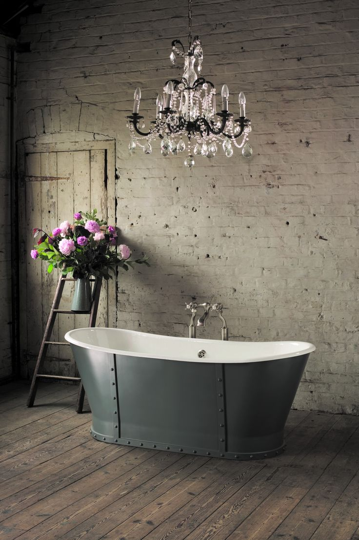 Brunel cast iron roll top bath, Aston Matthews