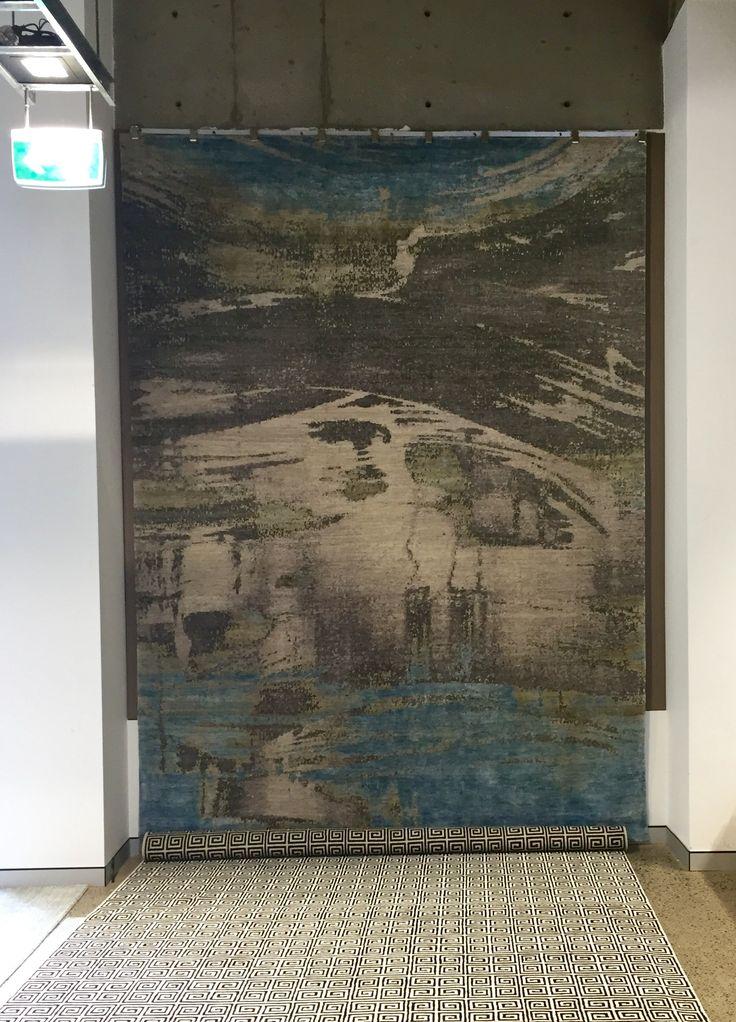 Bayliss - Hand loomed wool rug 272x373