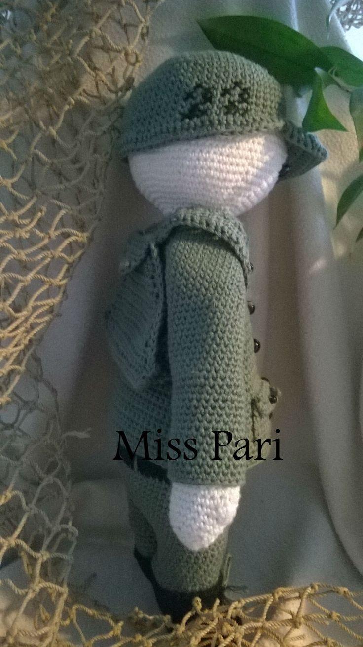 Så hoppede Mr. Liam ud af nålen. Han er soldat og venter med længsel på at høre fra Miss Pari :-) Opskrift på vej :-) #lalylala#clothes#soldier#