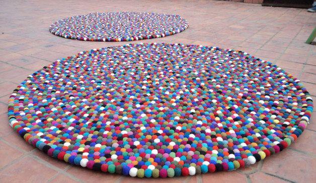 Teppiche - Modern Raumgestaltung Bunte Filzkugel Teppich - ein Designerstück von NepaFilz bei DaWanda