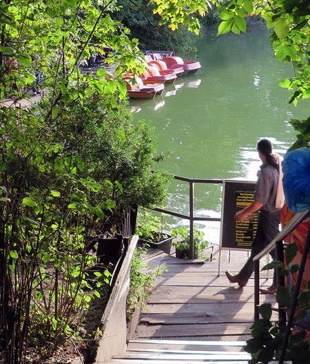 Entrance to our favourite Berlin lakeside bar - in a beautiful setting literally right on the water's edge...