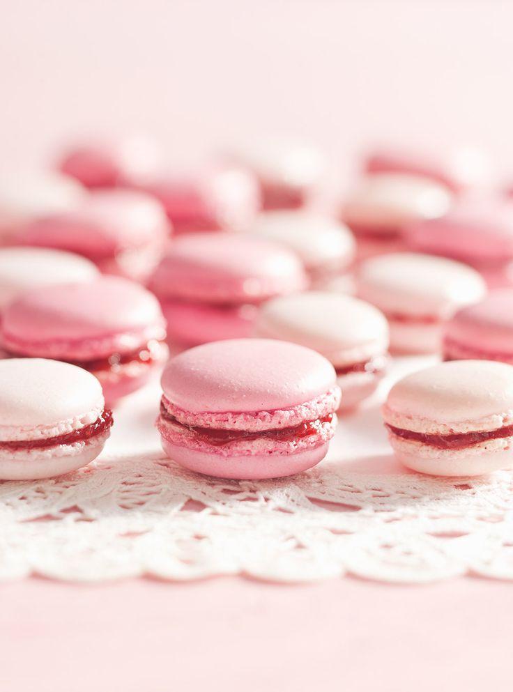 Recette de Ricardo de macarons roses aux fraises