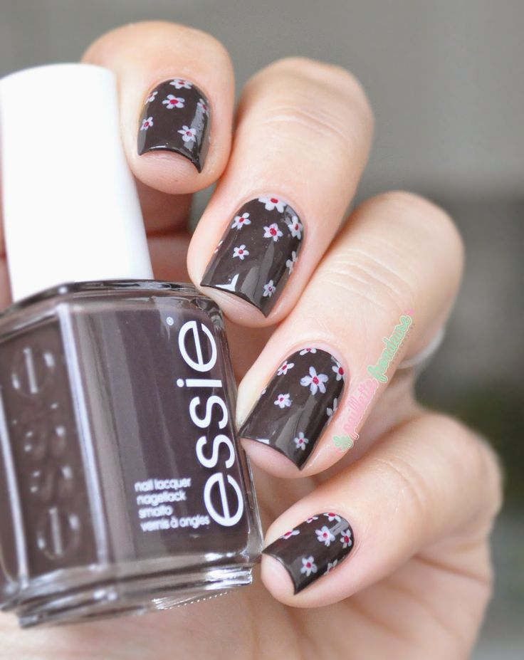 Essie Partner in crime // Miracle, un marron qui me plait ! black Brown nail polish with floral design - flower nails - essie fall collection 2014 - #nailart - http://lapaillettefrondeuse.blogspot.be/2014/09/essie-partner-in-crime-miracle-un.html