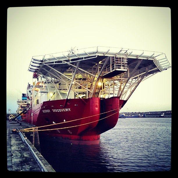 "@themarinerblog's photo: ""Such a pretty boat!"""