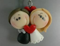 Resultado de imagem para lembrancinhas de casamento em biscuit