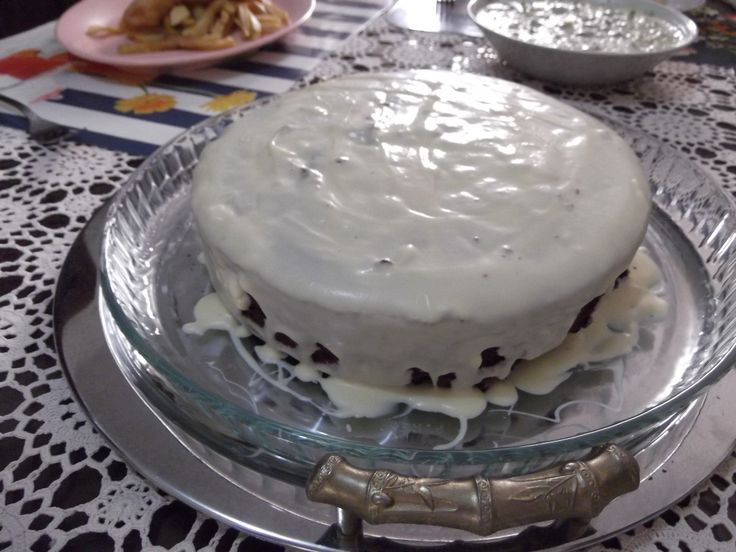 White and dark chocolate cake