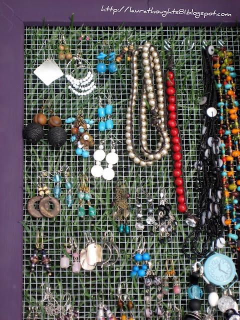 Jewelery HolderIdeas, Bedrooms Closets, Jewelery Holders, Chicken Wire, Jewelry Boards, Diy Jewelry Holders, Jewellery Holders, A Frames, Laura Thoughts