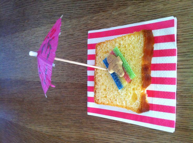 Strandjes van cake als traktatie