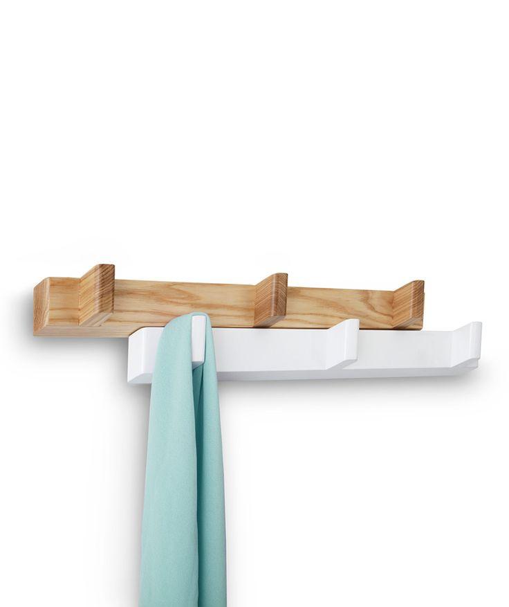Switch Hook - Perchero en blanco y madera natural. Deslizalo y convierte 3 ganchos en 6. $175.000 (Envío gratis). Cómpralo aquí--> https://www.dekosas.com/productos/hogar-decoracion-dekosas-umbra-switch-hook-detalle