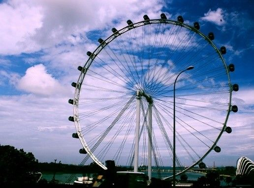 Singapore Flyer Observation Wheel| 2-Night Singapore City Stopovers | Distant Journeys | http://www.distantjourneys.co.uk/blog/4-delights-that-await-you-in-singapore/