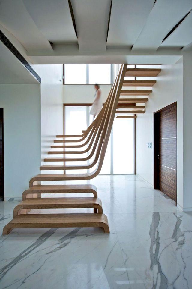 деревянная лестница в Мумбаи (Индия)