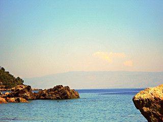 Letojanni (ME) - La Calabria all'orizzonte fa da sfondo a tutte le spiagge della riviera jonica messinese | da Lorenzo Sturiale