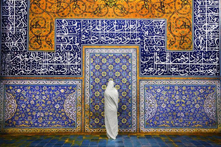 Γυναίκα στο τέμενος Isfahan στο Ιράν. ©Pascal Mannaerts
