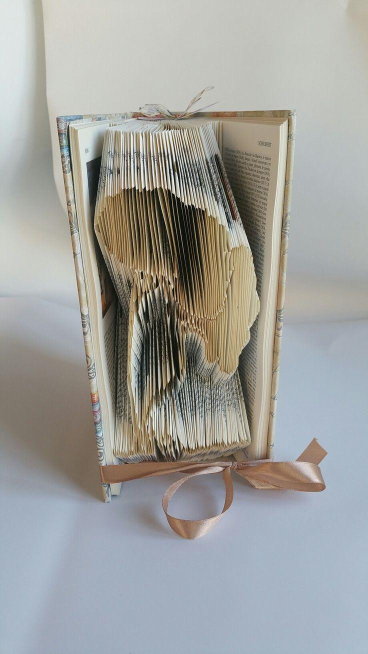 Book Art. DIY. Handmade. Libros de Artista. Libro artístico. Libro modificado.Libro intervenido.  Book Folding