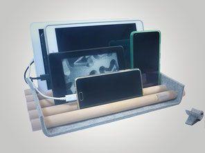 Endlich Ordnung! Mit dieser chicen Aufbewahrung haben Sie alle Tablets, E-Reader und Handys sehr schön aufgeräumt. Zusammen mit der Kabelbox können Sie hier auch direkt alles an einem Platz laden. (Kabelbox nur im Set enthalten!) © by françoise hickel