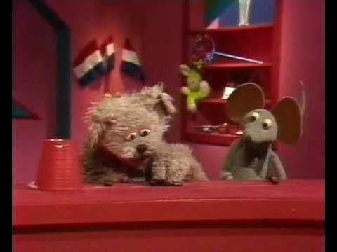 Sesamstraat - Tommie en Ieniemienie verdelen kastanjes - YouTube