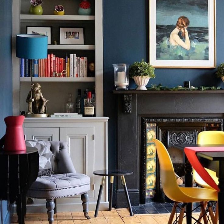 """Polubienia: 690, komentarze: 20 – The Pink House (@pinkhouseliving) na Instagramie: """"When you've decided to paint your sitting room @farrowandball Hague Blue and you see a room as…"""""""