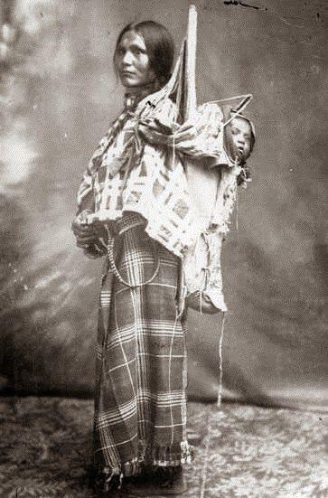 Sacagawea (1788 - 1812) A indígena americana Sacagawea ficou conhecida por ter auxiliado como guia e intérprete na Expedição de Lewis e Clark (1804 - 1806), a primeira grande expedição exploratória da América do Norte. Ela ficou conhecida como símbolo de força feminina nos Estados Unidos, sendo lembrada até hoje como figura essencial da História Americana.
