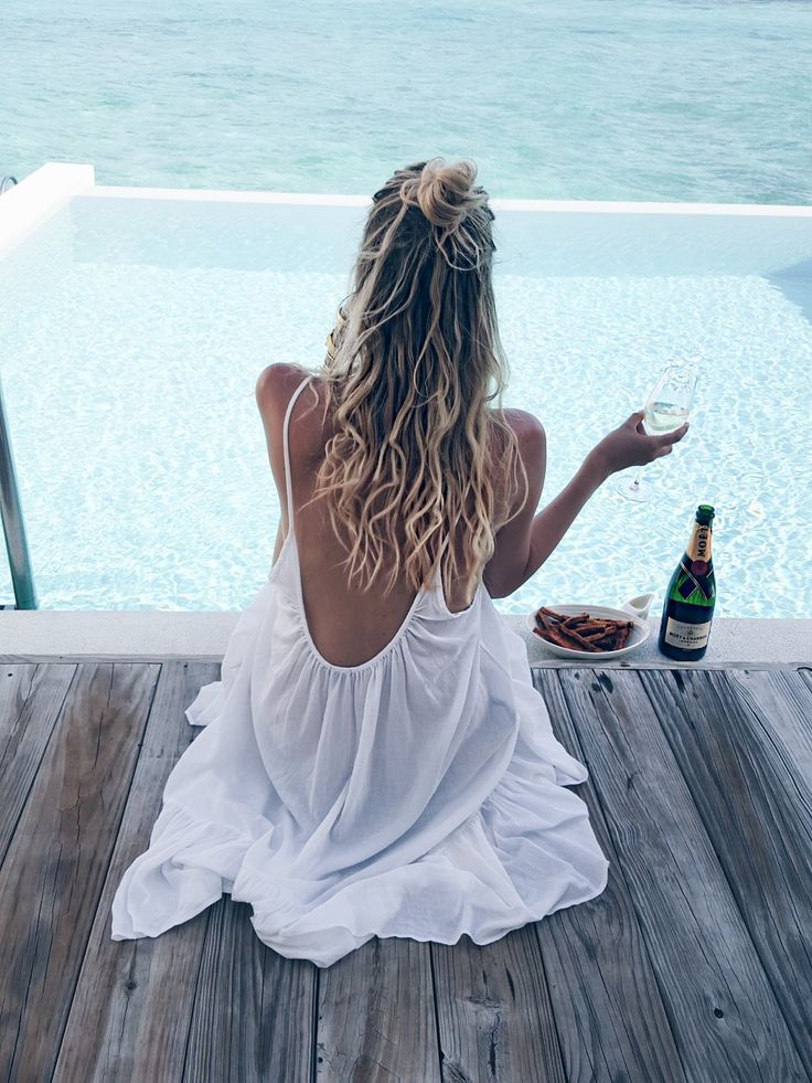 Moet moment by the pool, Amilla Fushi, Maldives: http://www.ohhcouture.com/2016/06/monday-update-22/ #ohhcouture #leoniehanne