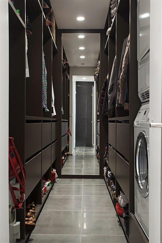 washing room and closet