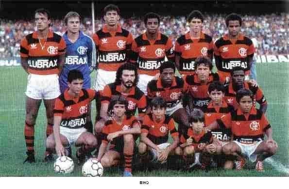 C.R. FLAMENGO (1986) - CAMPEÃO CARIOCA. Em pé (da esq. p/ dir.): Leandro, Cantarelli, Mozer, Andrade, Jorginho e Adalberto.  Agachados: Bebeto, Sócrates, Chiquinho, Zico e Adílio.